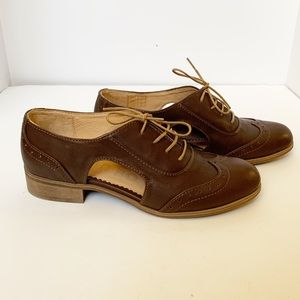 NIB- women's Hoxton Oxford Style Julia Bo shoes 35